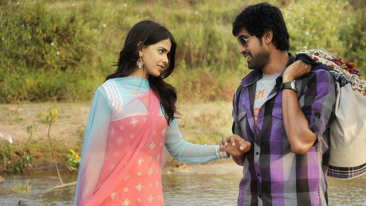 Genelia D'Souza Caught Rana Daggubati Hand Near River In Naa Ishtam